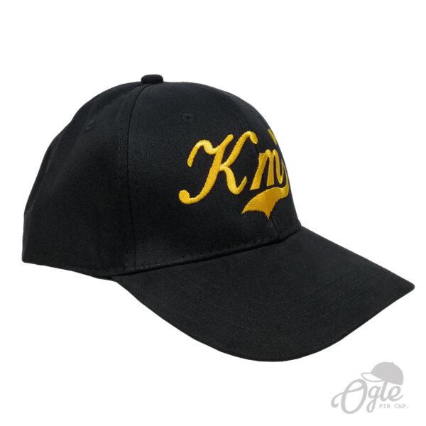 หมวกผ้าพีช บัคเคิลเหล็ก ปักโลโก้ KM ด้านขวา