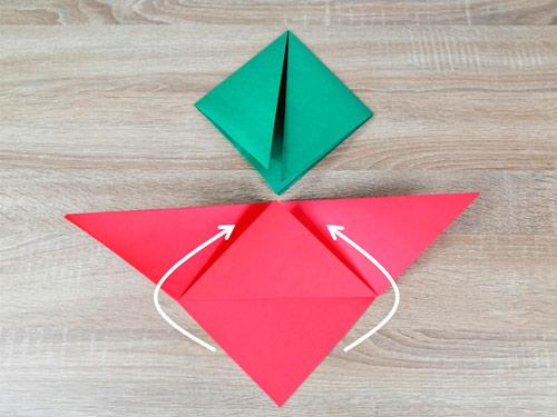 วิธีทำหมวกระดาษ-สีเขียว-สีแดง-กางหมวกกระดาษออกทั้ง2ข้าง