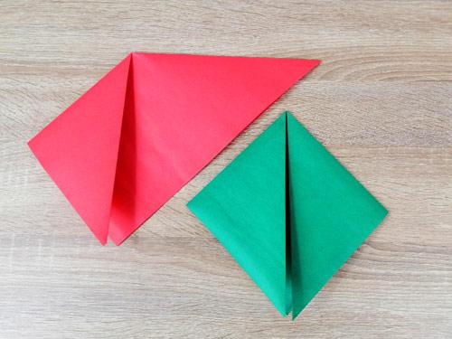 กระดาษสีเขียว-กระดาษสีแดง-วิธีทำหมวกกระดาษ-พับลงมาทั้ง2ข้าง