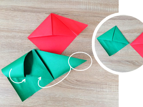 กระดาษสีเขียว-กระดาษสีแดง-สอดหมวกกระดาษเข้าทั้ง2ข้าง