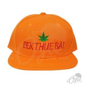 หมวกฮิปฮอป-สีส้ม-ปักชื่อ-Dek-Thue-Bai-ด้านหน้า