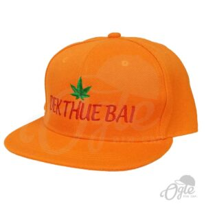 หมวกฮิปฮอป-สีส้ม-ปักชื่อ-Dek Thue Bai-เอียงข้าง