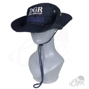 หมวกเดินป่า-สีกรม-พับปีกหมวก-ปักชื่อ-สทบ2-หุ่นสวมหมวกเอียงขวา